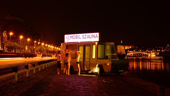 Megint szaunázhat a Duna-partra kigurított kisbuszban