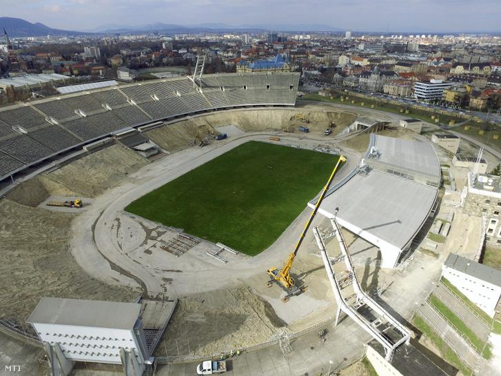 Az MTI drónjáról készült fotó a Puskás Ferenc Stadion bontási munkálatairól tavasszal.