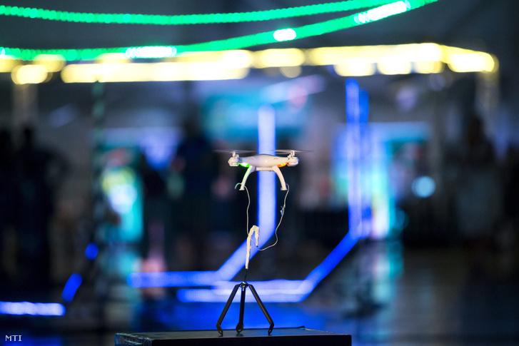 A fõvárosi Hungexpón megrendezett Drónverseny Robotika Show-n 2016 szeptemberében