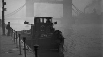 És akkor a londoni ködből gyilkos lett