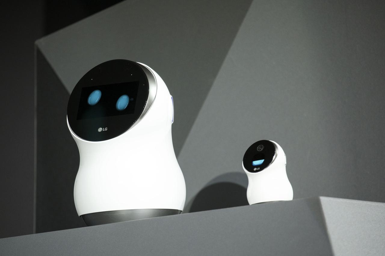 Ezek az apróságok az LG Electronics Hub Robot Mini névre hallgató termékei, otthoni asszisztensek, amiket az Amazon Alexa szoftvere működtet.