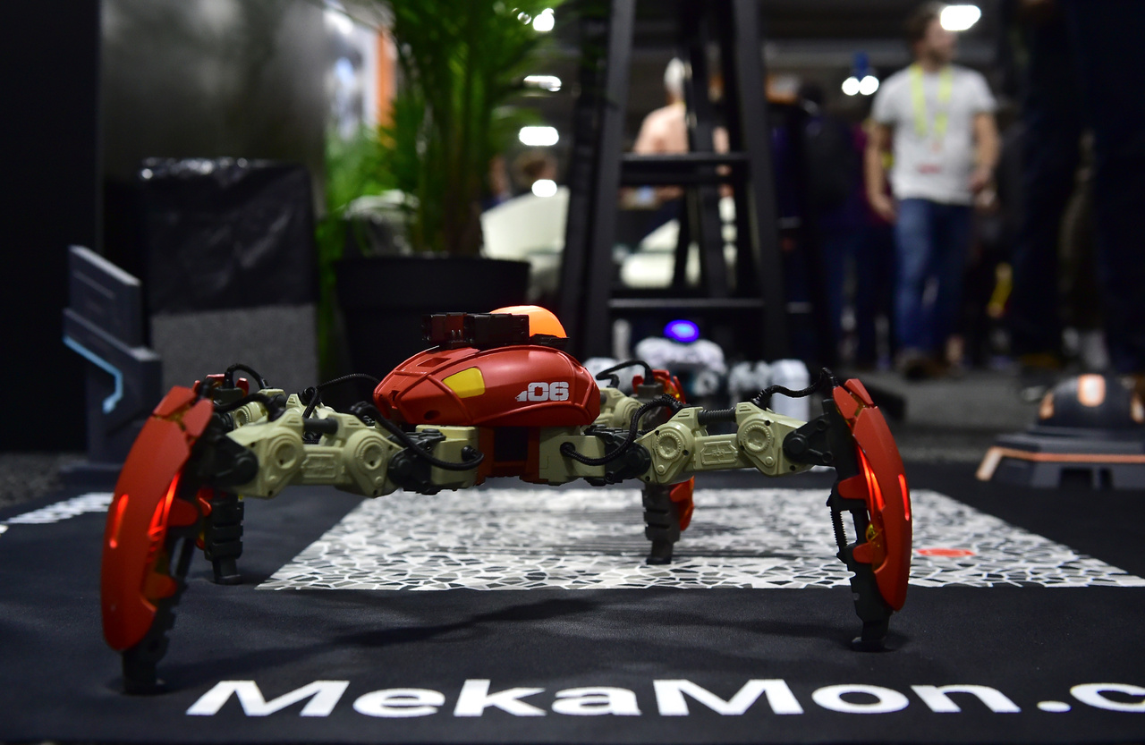 A Mekamont úgy mutatták be, mint a világ első intelligens robotjátékosa. Fejlesztő: Reach Robotics.