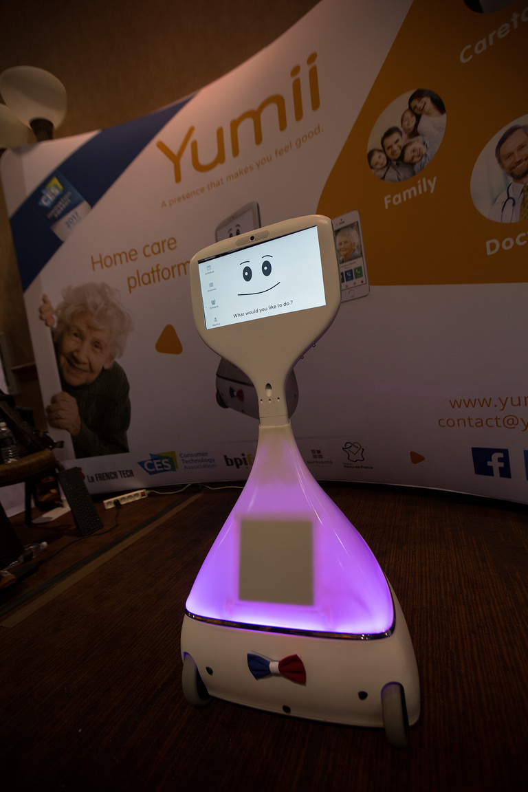 Cutii, a Yumii cég által időseknek fejlesztett, orvosi és szociális támogatást nyújtó robot.