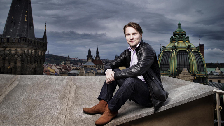 Paavo Järvi helyett finn karmester vezényli a Fesztiválzenekart