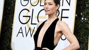 A váratlanul dekoltált Jessica Biel bemutatja: a Golden Globe nyertesei