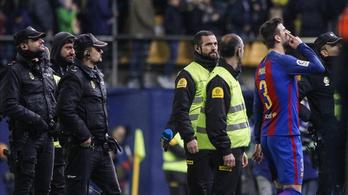 Kinek mutogatott Piqué a Barca-iksz után?