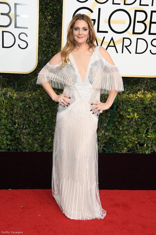 Mintha Drew Barrymore elfelejtett volna beugrani a fodrászhoz a díjkiosztó előtt. Ettől függetlenül a 41 éves színésznő jól döntött, mikor ezt a Monique Lhuillier estélyit húzta ki a szekrényből.