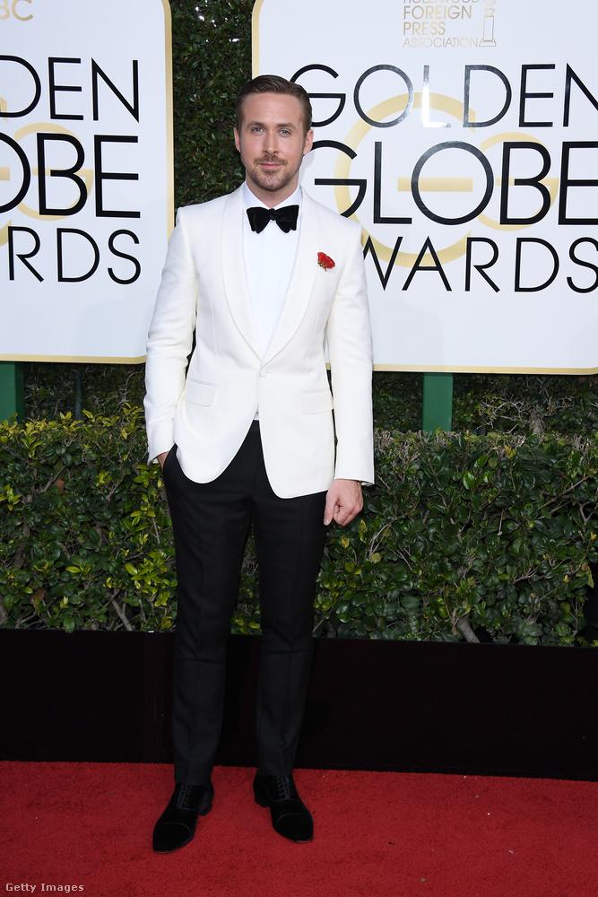 Gosling-rajongók ne aggódjanak, a másik sármos Ryanről se feledkeztünk meg.