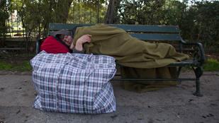 Cipő nélkül dobott ki egy hajléktalant a Burger King biztonsági őre