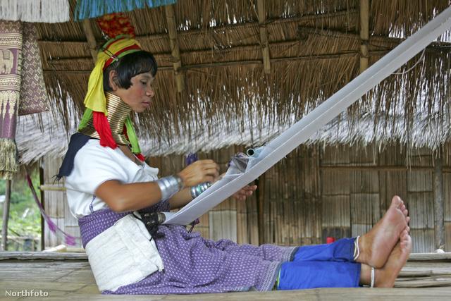 Meglátogathatjuk a hosszú nyakú nők törzsét is Chiang Maiban