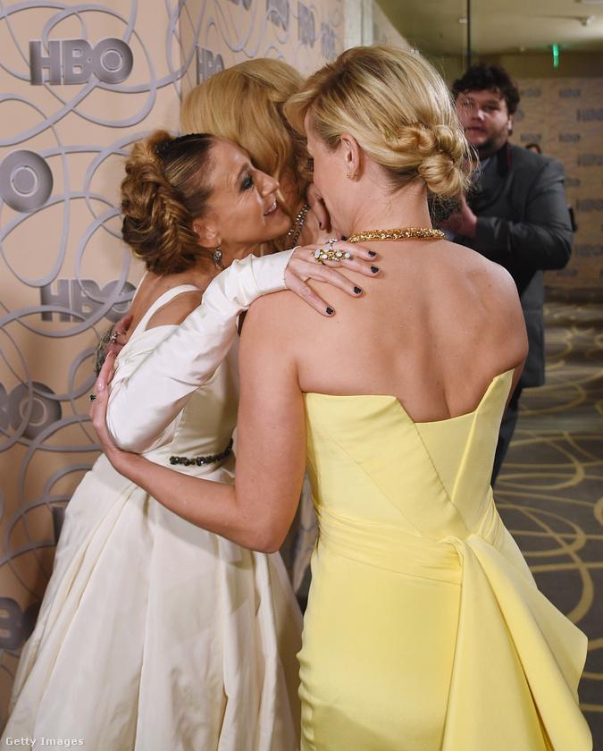 Volt nagy örülés, a három színésznő összecsókolózott,