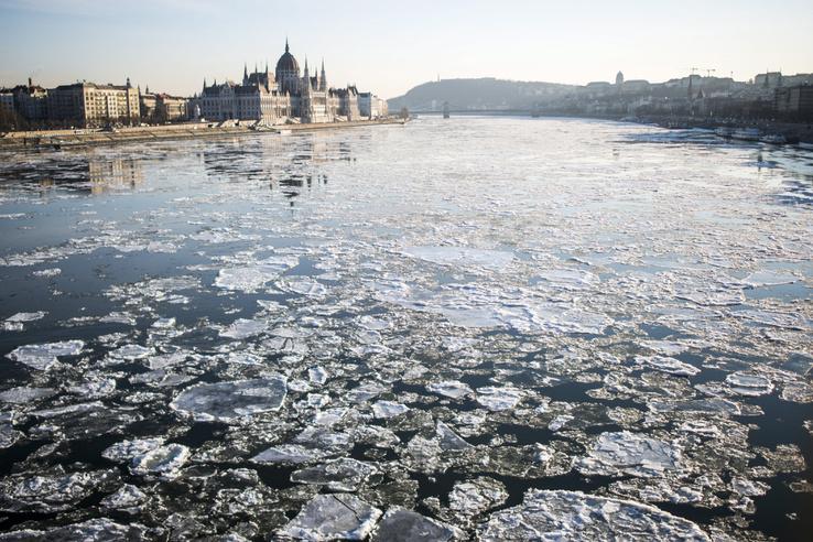 Budapest látképe a Margit híd felől