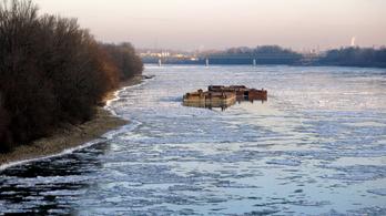 Hajózási zárlatot rendeltek el a Dunán