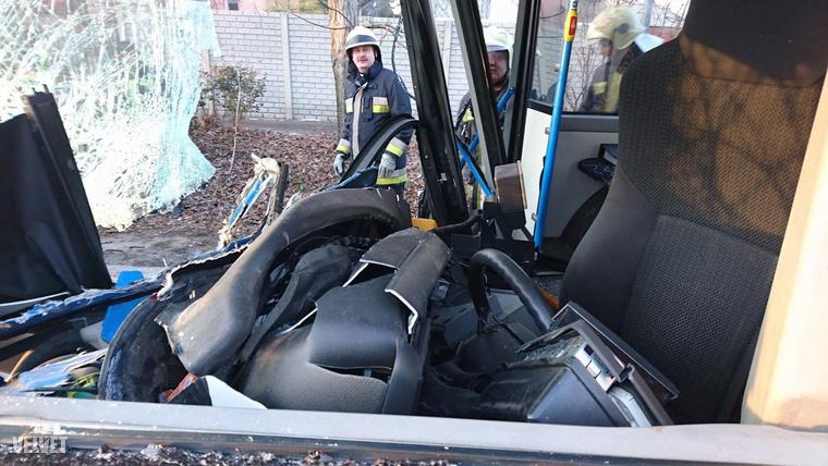 A sofőrnek szerencséje volt: a sofőrállás jobban is összetörhetett volna.