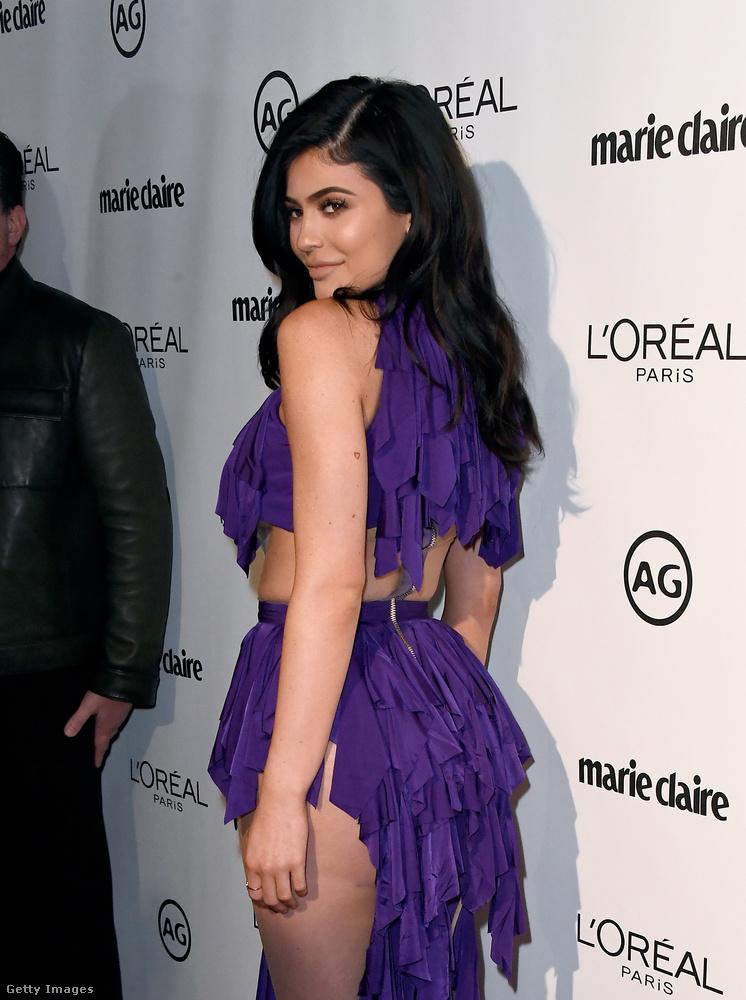 Ez a ruha...