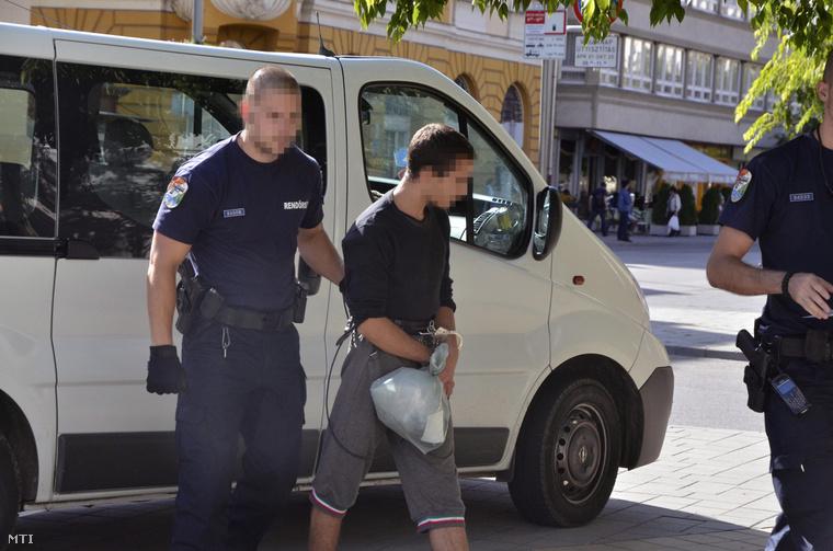 W. Renátót 2013 szeptember 13-án helyezték előzetes letartóztatásba Szolnokon, azóta börtönben ül.