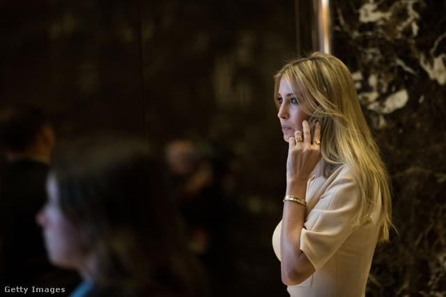 Ivanka Trump a több, mint 3 milliós karkötővel a csuklóján.