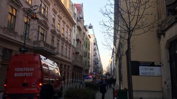 Kigyulladt egy ház teteje a Ráday utcában