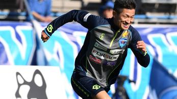 50 évesen is profi lesz az első japán futball-legenda