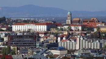 A képviselők elől is eltitkolják a budavári lakásbizniszeket