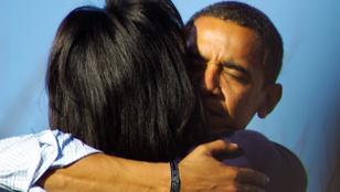 Így ölelkezték végig Obamáék a nyilvánosság előtt töltött éveket