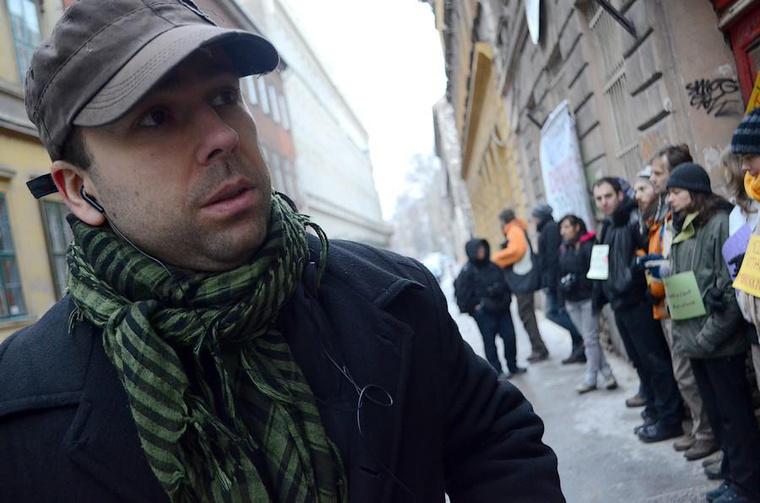 A Város Mindenkié Egyesület aktivistáinak házfoglalásán a Csányi utcában, 2013-ban.