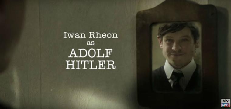 Iwan Rheon, mint Hitler.