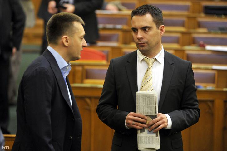 Rogán Antal a Fidesz frakcióvezetõje (b) és Vona Gábor a Jobbik frakcióvezetõje