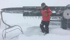 Extrém mennyiségű hó miatt kellett bezárni a síparadicsomot