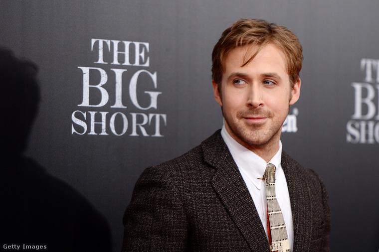 A nagy dobás című filmben is szereplő Goslingról viszont köztudott, hogy amellett, hogy sármos és vonzó férfi, iszonyatosan jó arc is egyben.