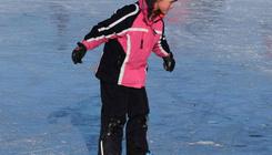 Jeges bulit tartanak a siófoki jégpályán vasárnap