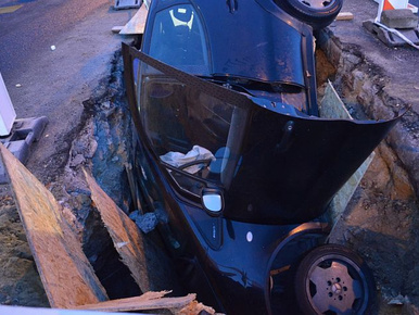 Ez a munkagödör becsapott egy részeg sofőrt Győrben