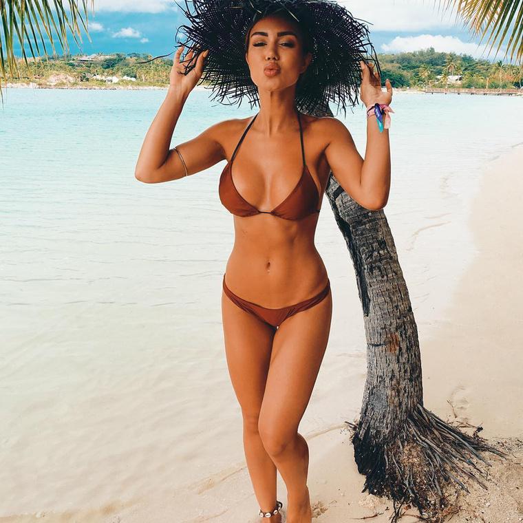 A közösség elleni izgatás fogalmát kimerítő, bikiniben pózolós fotói láttán az ember nem is gondolná, hogy korábban vállalati ügyvédként kereste kenyerét.