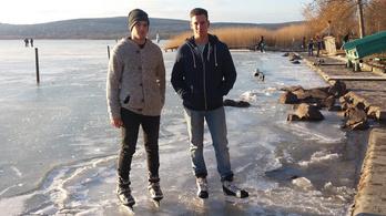 Két fiatal srác mentette meg egy Balatonba beszakadó korcsolyázó pár életét