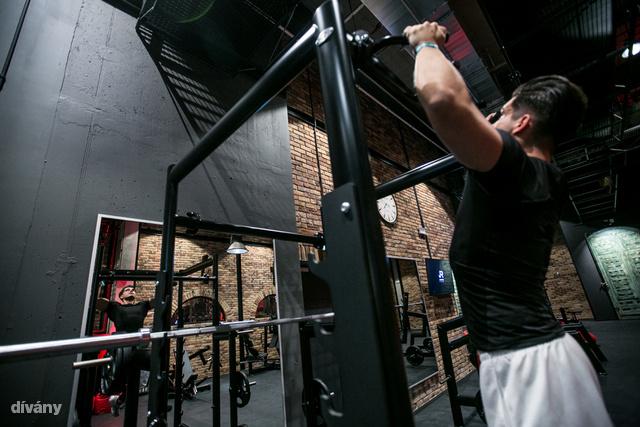 A tükrök ebből az edzőteremből sem hiányozhatnak.