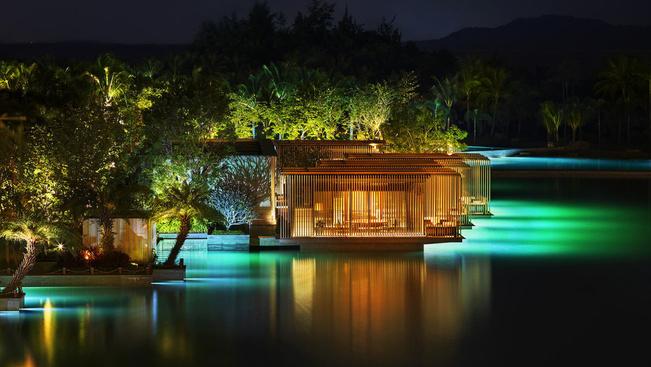 Öt hektáros saját óceánnal nyílt luxushotel