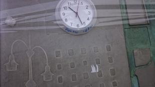 Valaki megunta, hogy pontatlan a nagy óra a Széll Kálmán téren