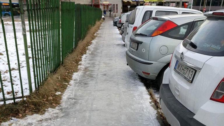 Bárhová lépek, csupa jég minden. Miért?