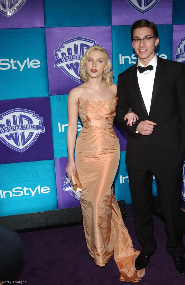 Scarlett Johanssonnak például van egy ikertestévre, őt úgy hívják, hogy Hunter Johansson.Mindössze 3 perccel idősebb világhírű húgánál.