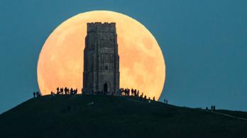 A véltnél jóval idősebb lehet a Hold