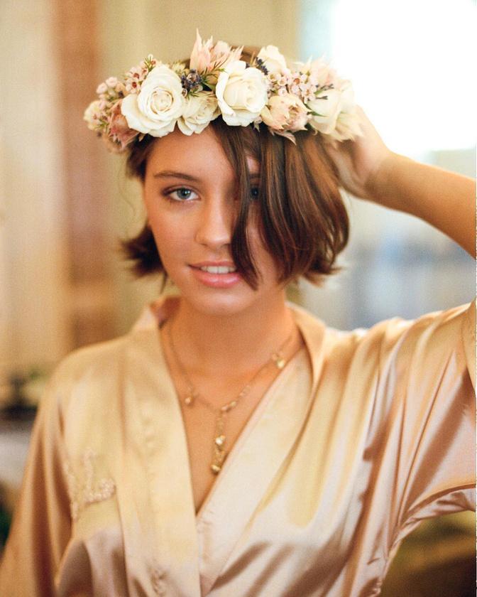 A természetes szépség fogalmát megvalósító Iris Law már megfordult a Teen Vogue címlapján, ami elég szép eredménynek tekinthető ebben a szakmában.