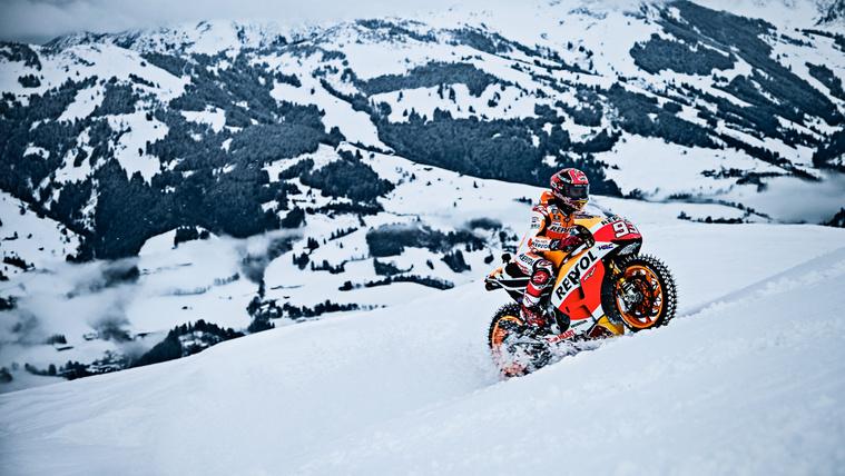 Mit keres a MotoGP-világbajnok a sípályán?