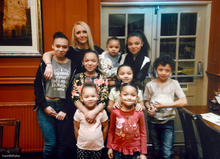 A harmincas éveiben járó anyának összesen 8 gyermeke van, a legfiatalabb 3, a legidősebb 15 éves