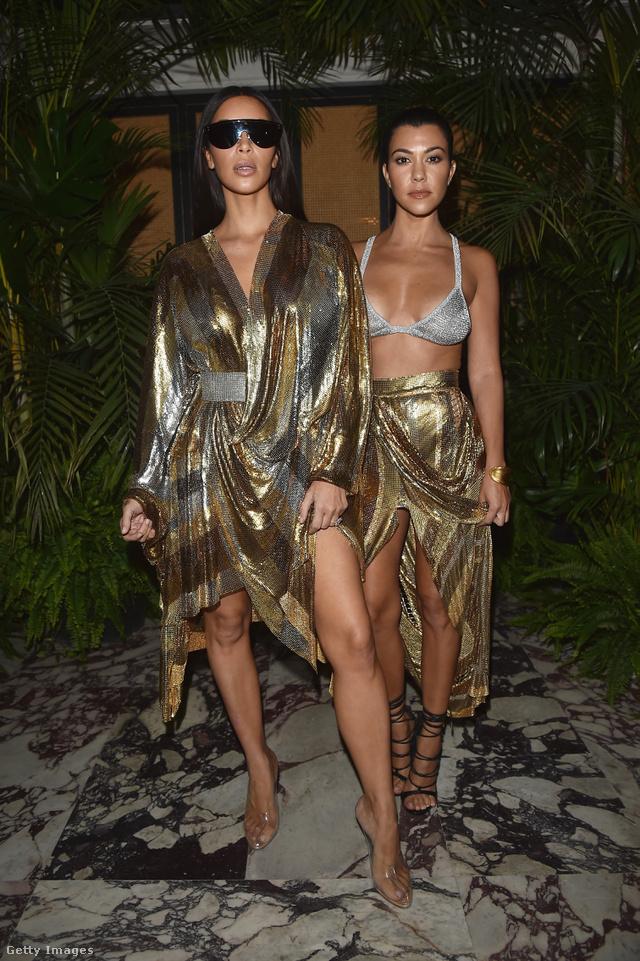 Kevés olyan fotó van a testvérpárról, ahol Kourtney Kardashian felülmúlja húgát. Ez a melltartós kép pont ilyen.