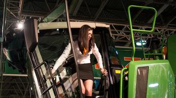 Agrárgép Show-hiéna: kajából traktort