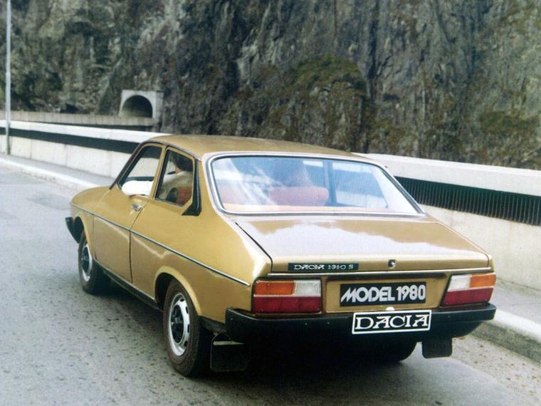 Ez pedig már a Dacia 1310 S, kétajtós kasznival