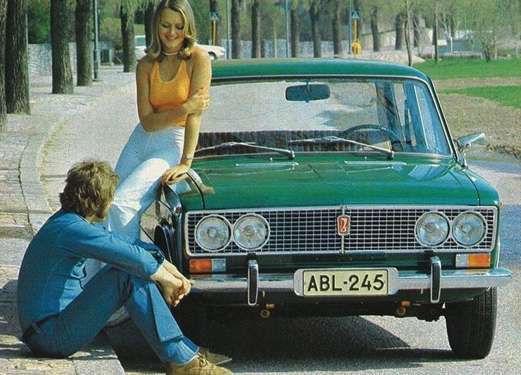 1972-ben jött a luxusmodell 2103, ikerlámpákkal, ezerötös motorral