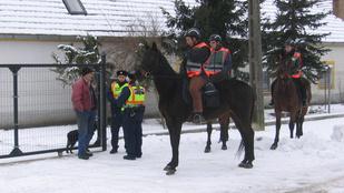 Na hol vannak a legmenőbb lovas polgárőrök? Hát Sümegen!