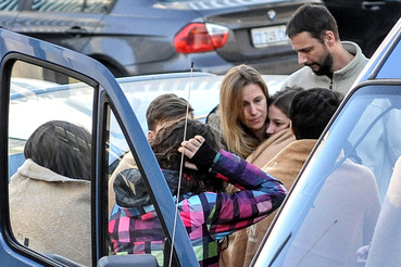 Szombaton délelőtt már a helyszínen várták a túlélőket a rokonaik