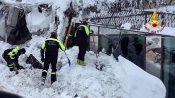 Olasz lavina: 23 embert még mindig keresnek